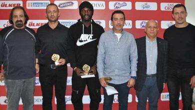 Photo of Başarılılar ödüllendirildi