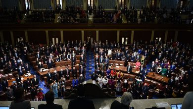 Photo of ABD'de Demokratlar hükümetin açılması için iki tasarı kabul etti