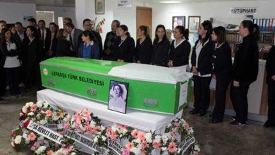 Photo of İlk Kıbrıslı Türk Başhemşire Türkan Aziz son yolculuğuna uğurlandı
