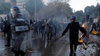 Photo of Buteflika karşıtı gösteride 56'sı polis 63 kişi yaralandı