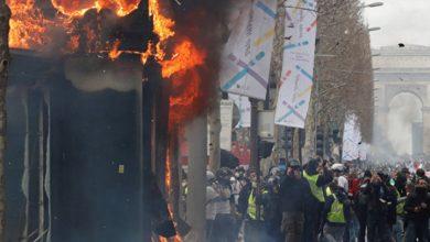 Photo of Fransa'da Sarı Yelekler eyleminde tansiyon yükseldi: Polis biber gazı kullandı, gazete bayileri ateşe verildi