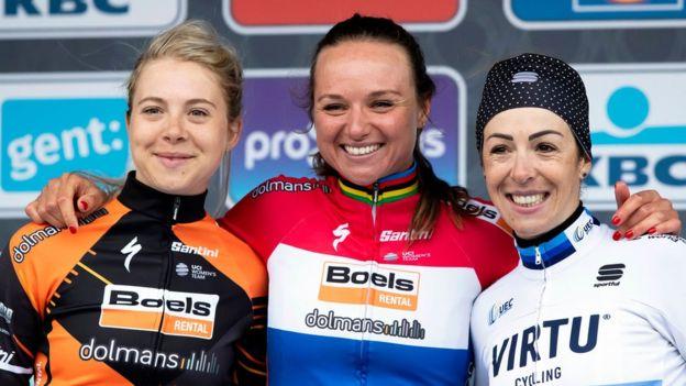 Kadın bisikletçiler