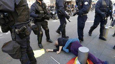 Photo of Polis saldırısında başından yaralanan 73 yaşındaki kadına, Macron, 'bilgelik' diledi