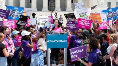 Photo of ABD'de kadınlar kürtaj yasaklarını protesto etmek için sokaklarda