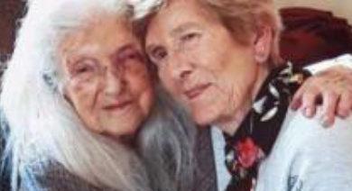 Photo of 81 yaşındaki kadın 103 yaşındaki annesiyle ilk kez karşılaştı