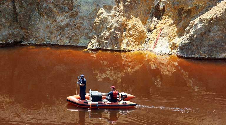 Metaksas - Kırmızı göl