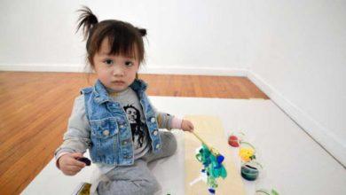 Photo of Tabloları 1600 dolara alıcı bulan 2 yaşındaki ressam