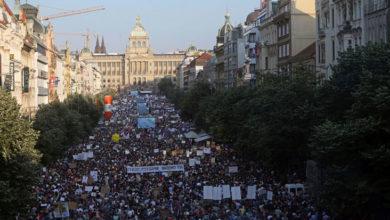 Photo of Çekya'da komünizm sonrasının en büyük protestosu: AB fonlarından kar eden Başbakan Babiş'in istifası için yürüdüler