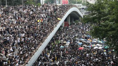 Photo of Çin'e iadeye karşı Hong Kong'da hükümet binaları kuşatıldı