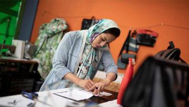 Photo of Mülteci botlarını çantaya dönüştürüyor: Afgan kadının başarı hikayesi