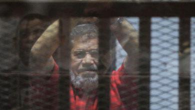 Photo of Mursi mahkeme salonunda hayatını kaybetti