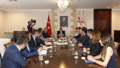 Photo of Cumhurbaşkanlığında, GSM operatörlerinin Kıbrıs'ın her iki tarafında da çalışabilmesi için görüşüldü