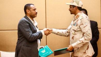 Photo of Sudan'da geçiş dönemi için ilk imzalar atıldı