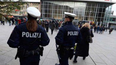 Photo of Almanya'da aylarca 'kadın polis' olarak görev yapan kişi yakalandı