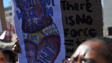Photo of Güney Afrika'da binlerce kadın parlamentoya yürüdü, olağanüstü hal ilan edilmesini istedi