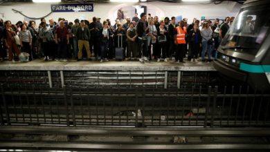 Photo of Fransa: Yeni emeklilik reformuna karşı toplu ulaşım grevi Paris'i felç etti
