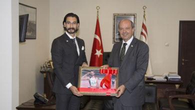 Photo of Başbakan Tatar, milli atlet Hekimoğlu'nu kabul etti