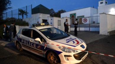 Photo of Fransa'da camiye yönelik saldırı: 2 kişi ağır yaralı, 84 yaşındaki bir aşırı-sağcı gözaltında
