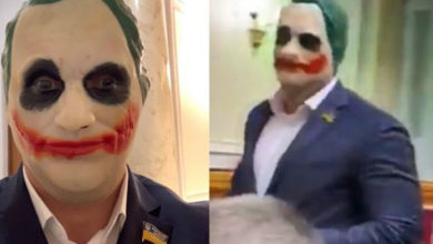 Photo of Ukrayna'da bir milletvekili parlamentoya Joker maskesiyle geldi