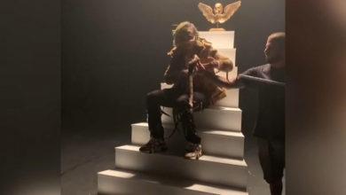 Photo of Amerikalı Rapçiyi klip çekimi için eline aldığı yılan ısırdı