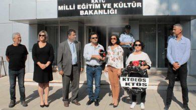 Photo of KTÖS ve KTOEÖS'ten Kamu Hizmeti Komisyonu ve Eğitim Bakanlığı'na siyah çelenk