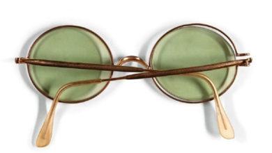 Photo of John Lennon'un gözlüğü 170 bin euro'ya satıldı