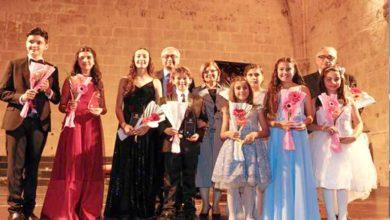 Photo of Alkışlar genç piyanistlere