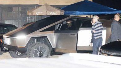 Photo of Elon Musk, yeni oyuncağı Cybertruck ile görüntülendi