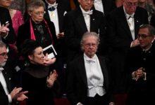 Photo of Peter Handke Nobel Edebiyat Ödülü'nü teslim aldı