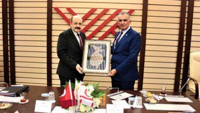 Photo of Çavuşoğlu, YÖK başkanı Yekta Saraç ile görüştü