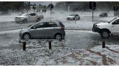 Photo of Avustralya'yı bu kez de kum fırtınası, dolu ve ani sel vurdu
