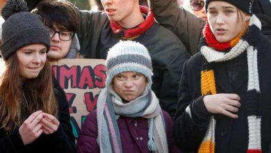 Photo of İklim aktivisti Greta Thunberg'in korumaları gazeteciyi tartakladı
