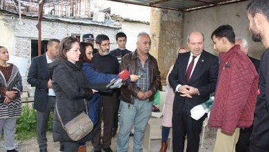 Photo of Başbakan Tatar, yanan evlerin sakinlerini ziyaret etti