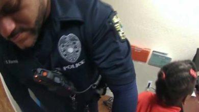 Photo of ABD'de 6 yaşındaki kız çocuğu kelepçe takılarak gözaltına alındı
