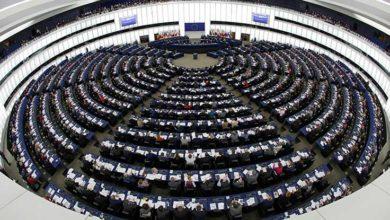 Photo of Avrupa Parlamentosu'ndan Türk bayrağını yırtan Yunan vekile ceza