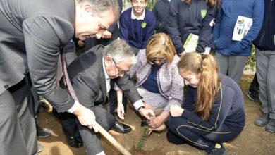 Photo of Akıncı: Çevreyi korumak, doğayı sevmek; insanı insan yapan ve toplumu daha mutlu bir geleceğe taşıyacak değerlerdir