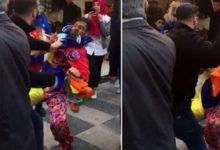 Photo of Tipini beğenmediği için palyaçoyu dövdü