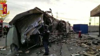 Photo of İtalya'da hızlı tren raydan çıktı: 2 ölü, 31 yaralı