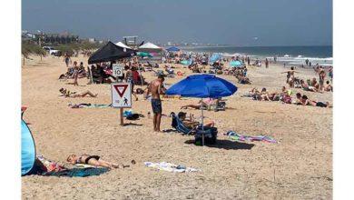 Photo of Vaka sayısı 5 bine ulaşan Florida'da yüzlerce kişi plajlara akın etti