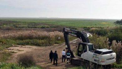 Photo of Göletten taşan suların tarım arazilerine zarar vermemesi için çalışma yapılıyor