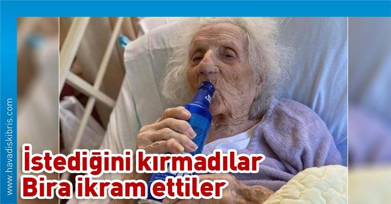 Sosyal medya, 103 yaşında koronavirüsü yendikten hemen sonra bira isteyen kadını konuşuyor