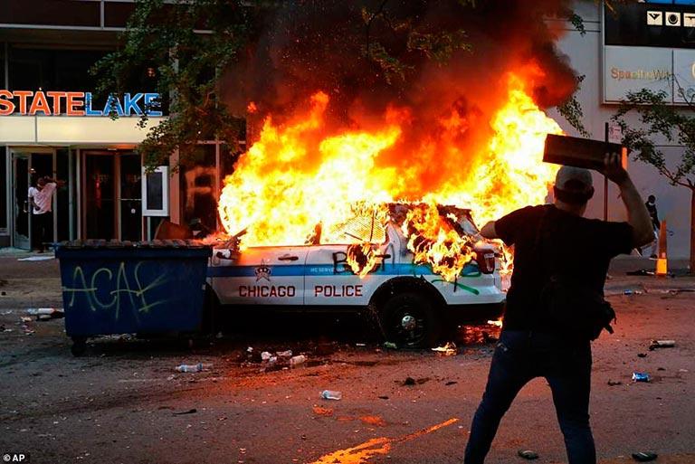 george floyd'un öldürülmesi protesto