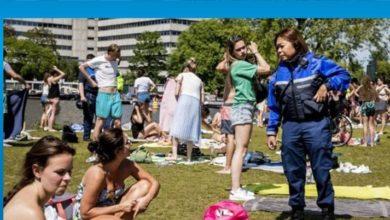 Photo of Hollanda'da 1,5 metre sosyal mesafe kuralına karşı çıkanlar vakıf kurdu