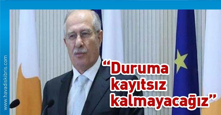 Rum Hükümet Sözcüsü Kiriakos Kusios, Rum Yönetimi Başkanı Nikos Anastasiadis'in geçiş kapılarıyla ilgili gelişmeleri takip ettiğini ve bu gelişmelere göre karar alacağını söyledi