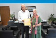 Photo of Girne Belediye Başkanı Güngördü sanatçı Trautmann'ı kabul etti