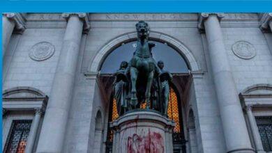 Photo of New York'ta Doğa Tarihi Müzesi önündeki Roosevelt heykeli kaldırılıyor