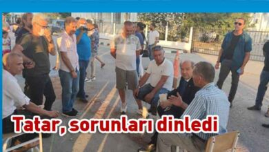 Photo of Başbakan Tatar, eylem yapan Esnaf ve Zanaatkarlar Odası üyelerinin yanına giderek görüştü