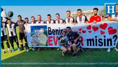 Photo of Futbolcudan sahada sürpriz evlenme teklifi