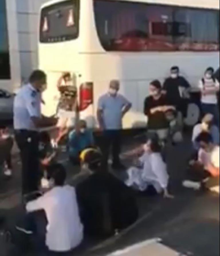 Ercan'da bekleyen yolcular