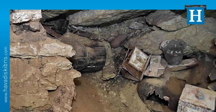 Arkeologlar, Kahire yakınlarında 2 bin 500 yıllık 80'den fazla yeni tabut buldu